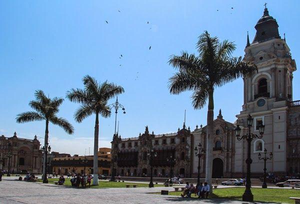 Lima, Peru #streetsigns #travel #wanderlust #southamerica #canon #colonial #architecture #plaza