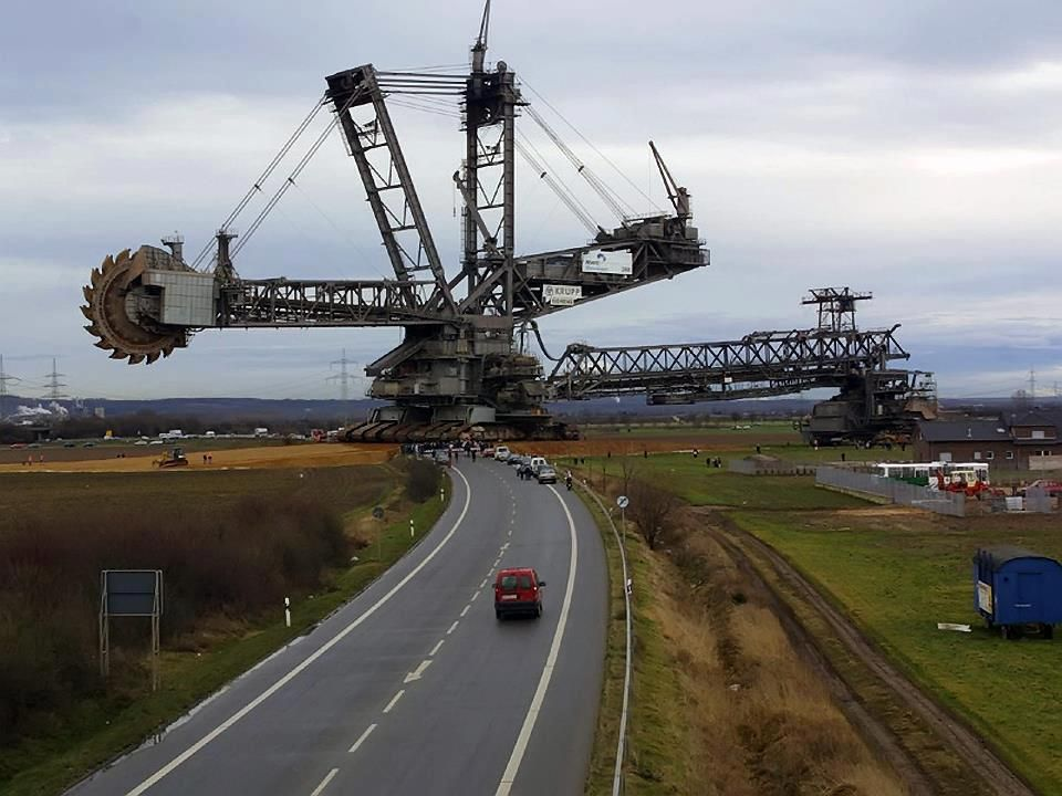 Giant Bucket Wheel Excavator The Takraf Rb293 Pictured Above Is A Giant Bucket Wheel Excavator Made By The German Bagger 288 Construction Equipment Excavator