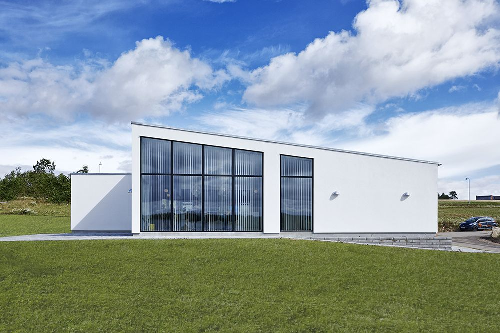 Få udført et arkitekttegnet #unikahus med lavt CO2-udslip. Pris pr kvm: kr. 6999,- [...URL-LINK...]