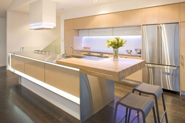 moderne Holzküche mit Stahl-Arbeitsplatten und Led Beleuchtung - arbeitsplatte holz küche
