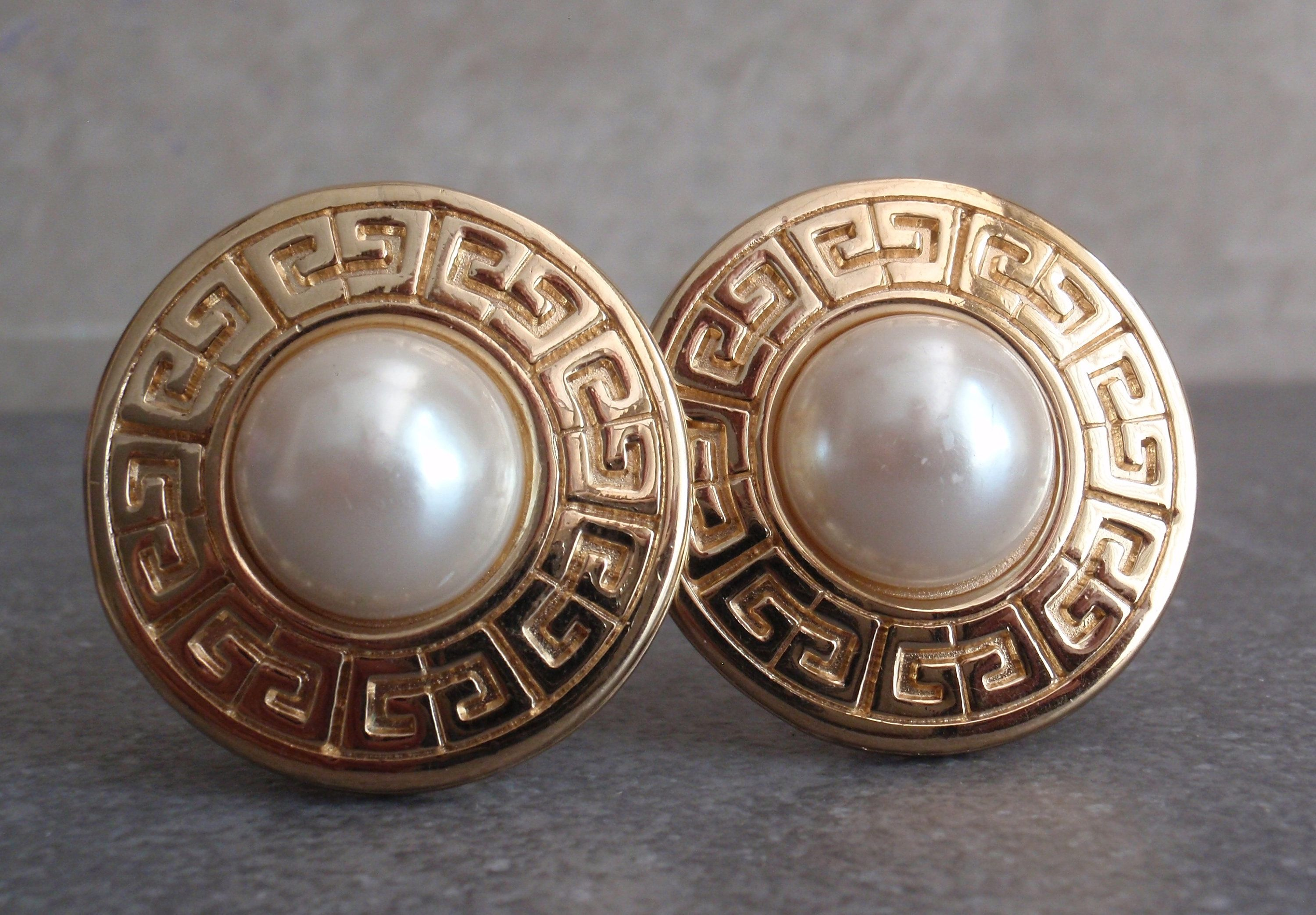 Givenchy Pearl Earrings Round Gold Tone Clip On Vintage 110714co Fauxpearls Designersigned