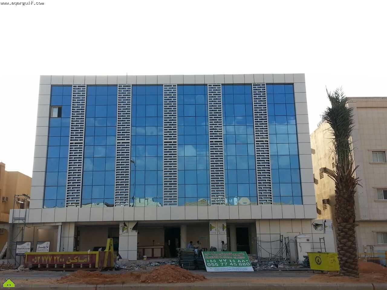 فرصة استثمارية عمارة شقق مفروشة شرق الرياض مساحة 980 م جديدة 42 شقق مفروشة مختلفة الاحجام والتوزيع تشطيب سوبر ديلوكس Structures Building Multi Story Building