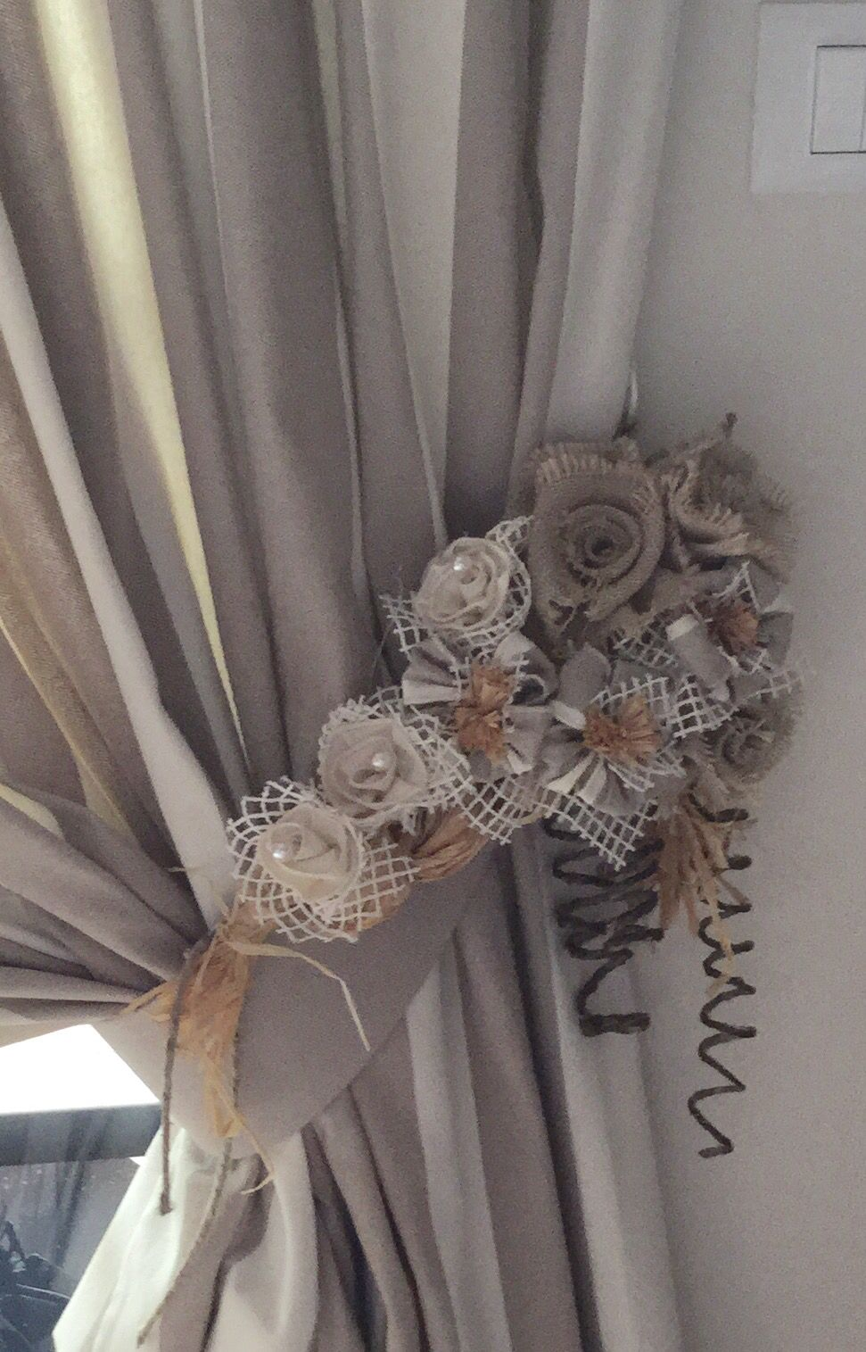 embrasse joliment d coor e embrases pinterest couture rideaux embrase et embrasse rideau. Black Bedroom Furniture Sets. Home Design Ideas