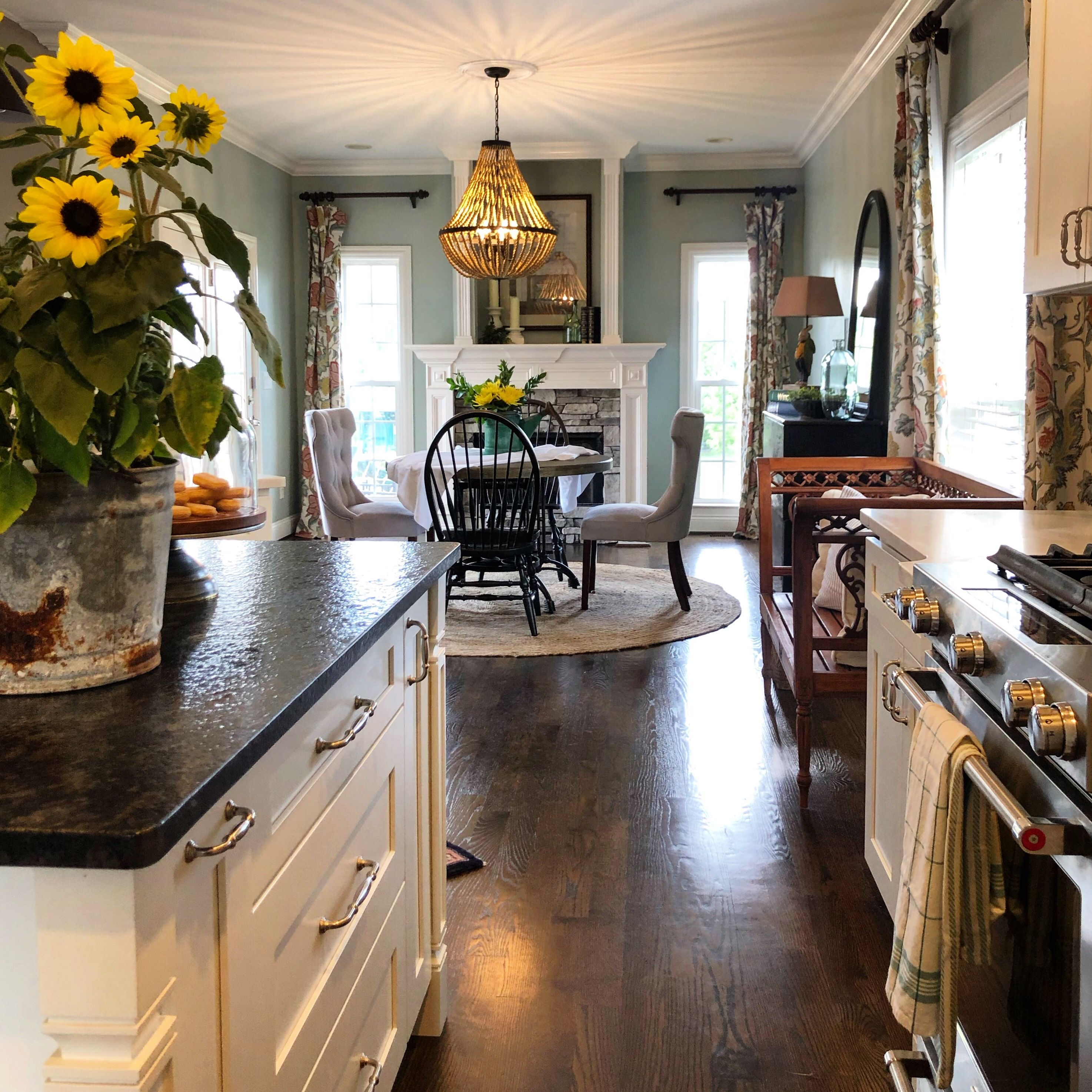 Farmhouse with a touch of Modern Colonial Style Kitchen