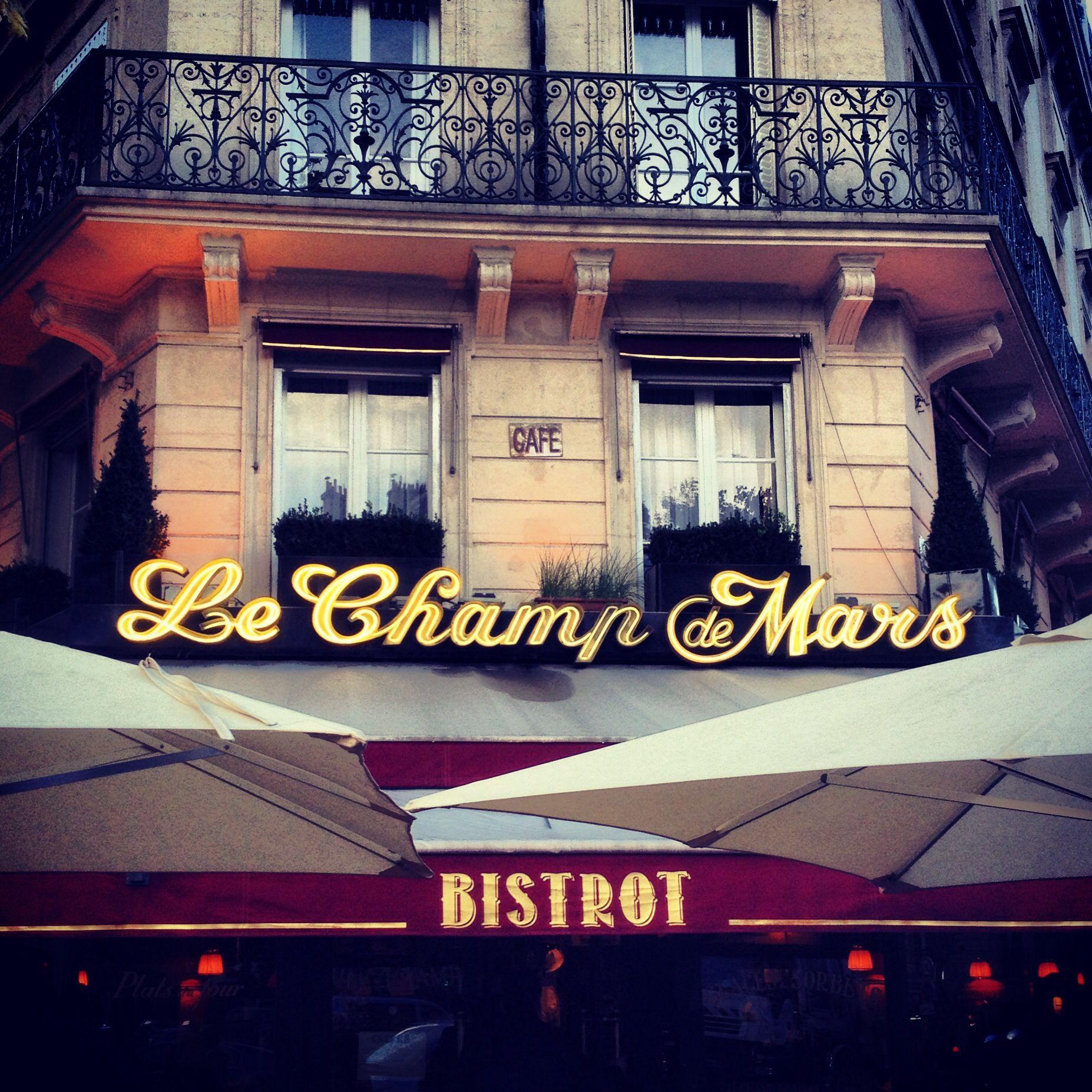 París café.