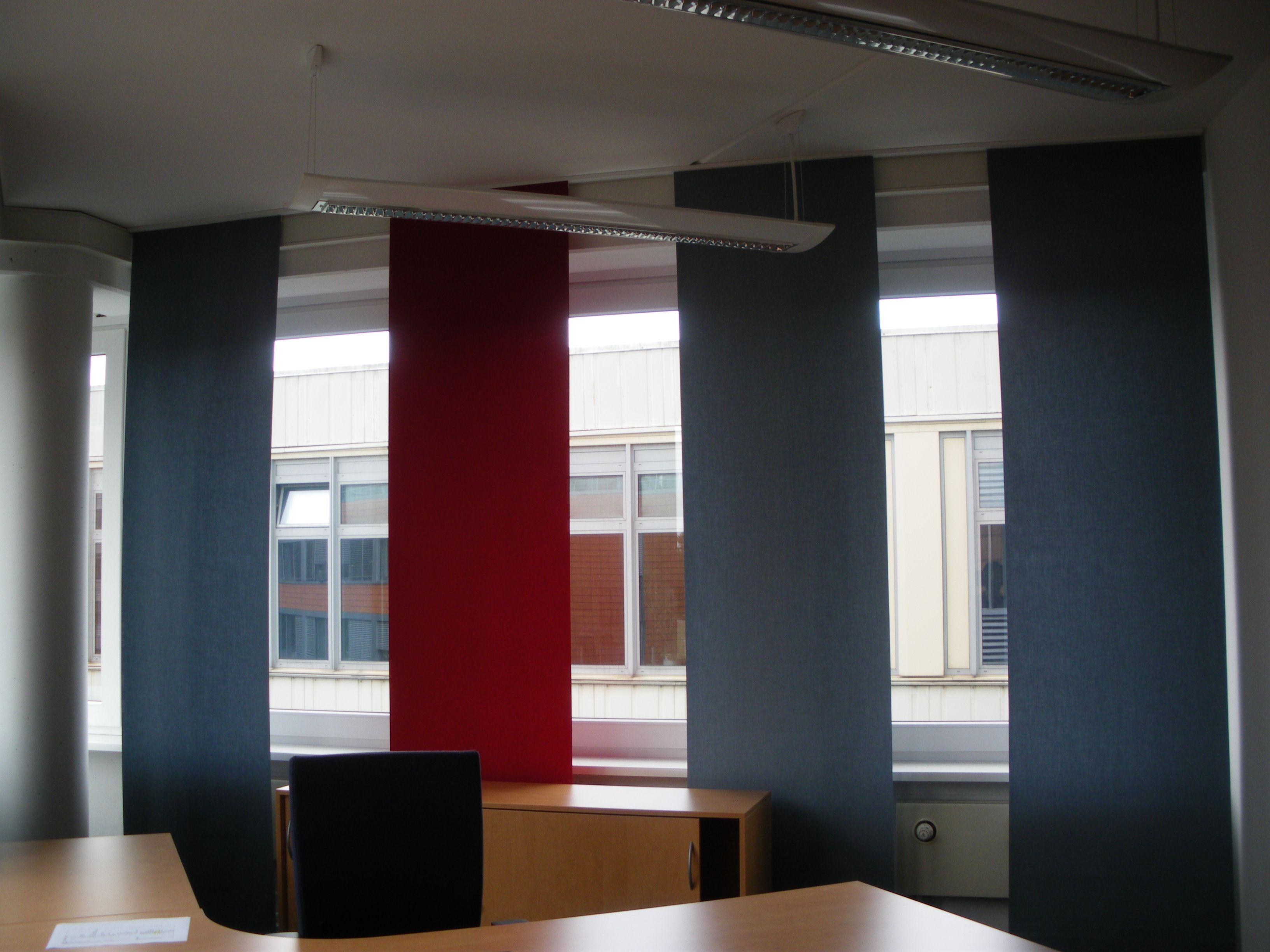 Büro mit Flächenvorhängen von ANN IDSTEIN bodenlag Bahnen