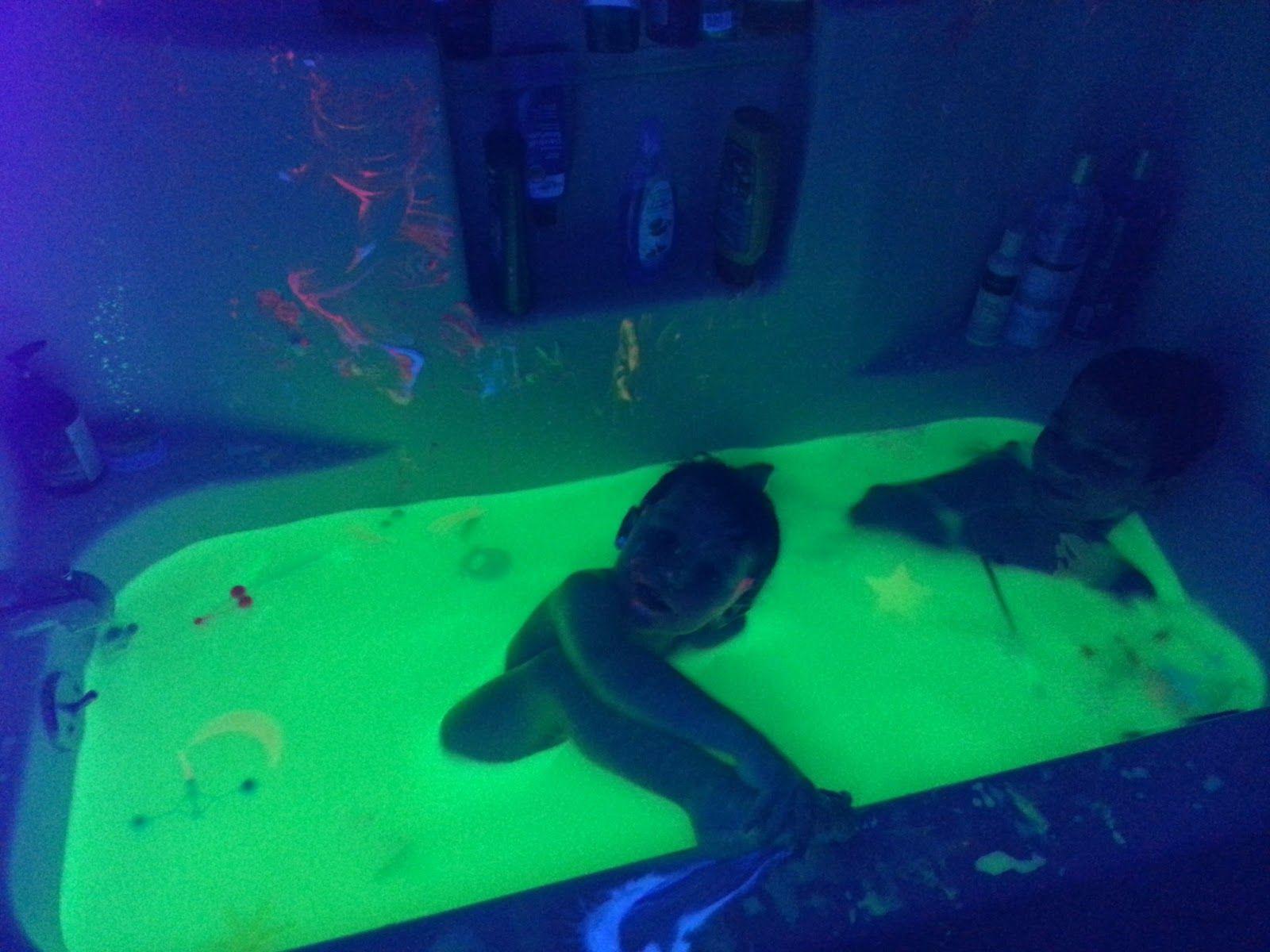 Glow Bath childrenatplay2.blogspot.com | Glowing Fun!! | Pinterest ...