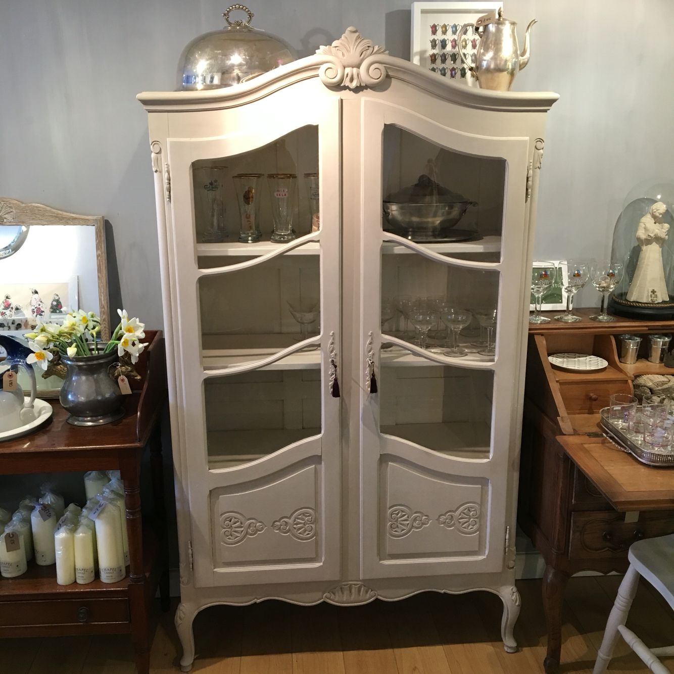Vintage Vitrine Beautiful Vintage Vitrine Painted With Chalkpaint Painted