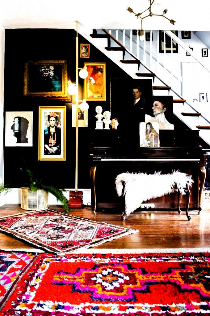 Tour this eclectic home of Kate Pierce Vintage - love this thrift store portrait gallery wall against dramatic black walls kellyelko.com #gallerywall #bohodecor #eclecticdecor #vintagedecor #vintagemodern #hometour #Art