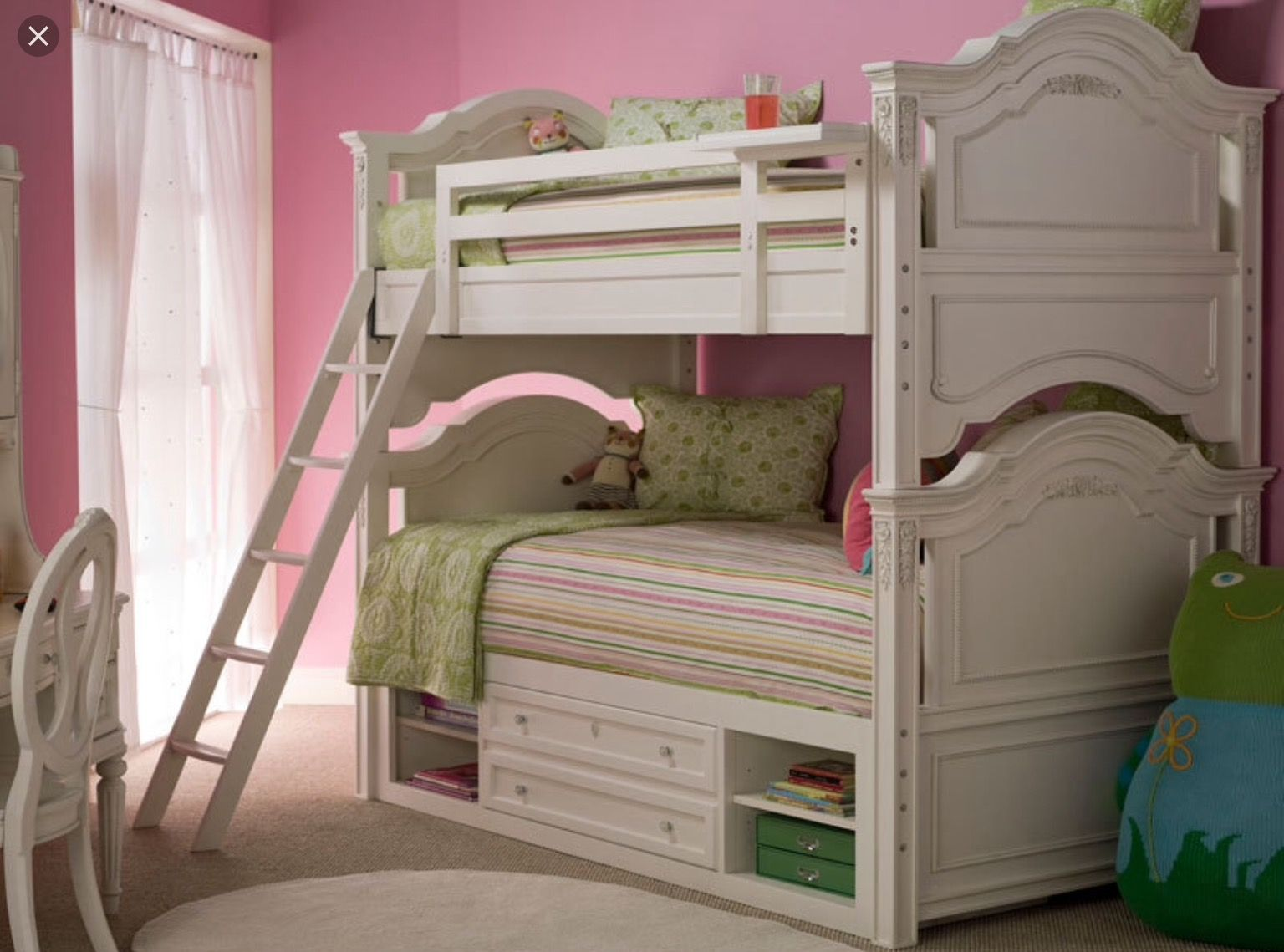 Comment if you think this bed is to die for itus so awesome i love