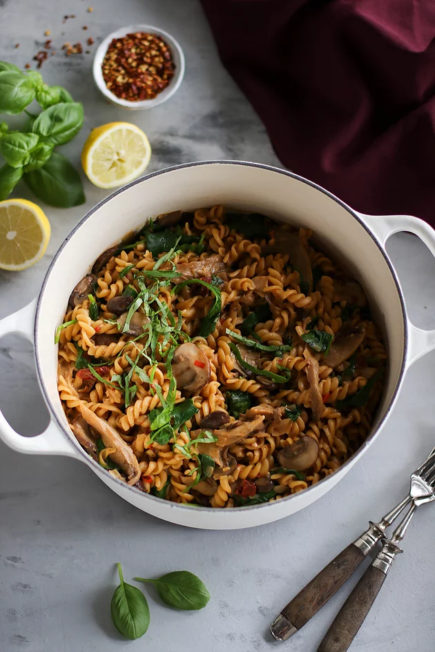 One Pot Creamy Mushroom Pasta With Cremini And Oyster Mushrooms And Sun Dried Tomatoes Coconut Milk Creamy Mushroom Pasta Mushroom Pasta Creamy Mushrooms