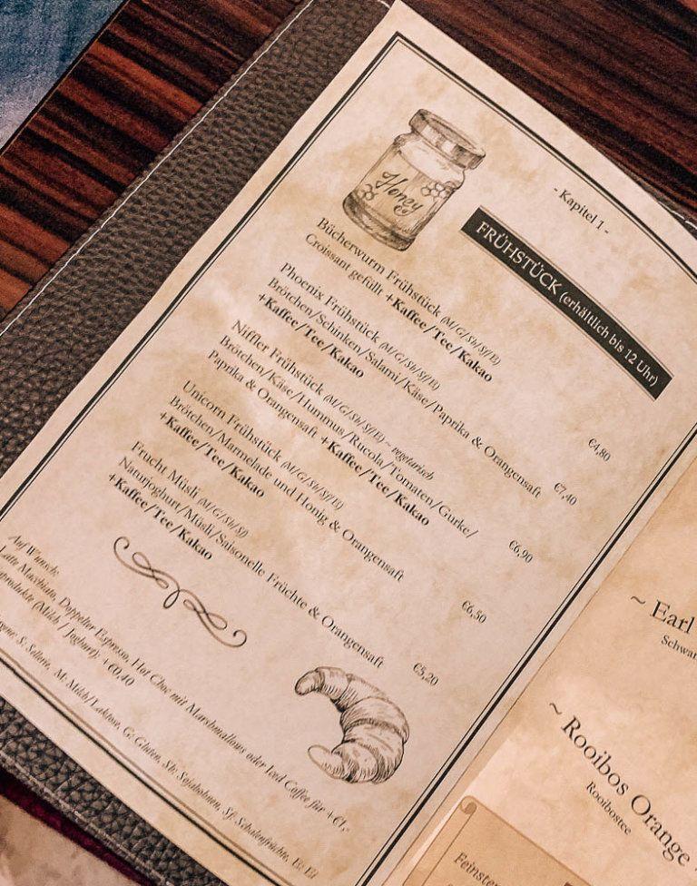 3 Themen Cafes In Klagenfurt Die Du Unbedingt Mal Besuchen Musst Fruhstuckscafe Butterbier Harry Potter Bucher