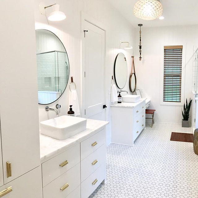 master bath layout one side with vanity other side with linen rh pinterest com Vanities and Linen Closets Linen Closets for Bathrooms