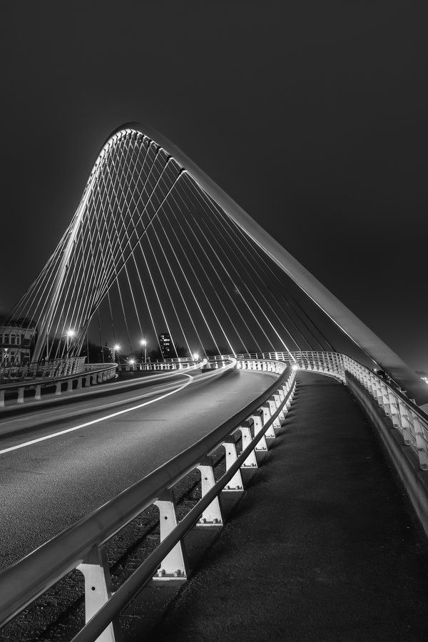 Bridges are cool  Infraestructura: construcción de estructuras que permiten el desarrollo de actividades.