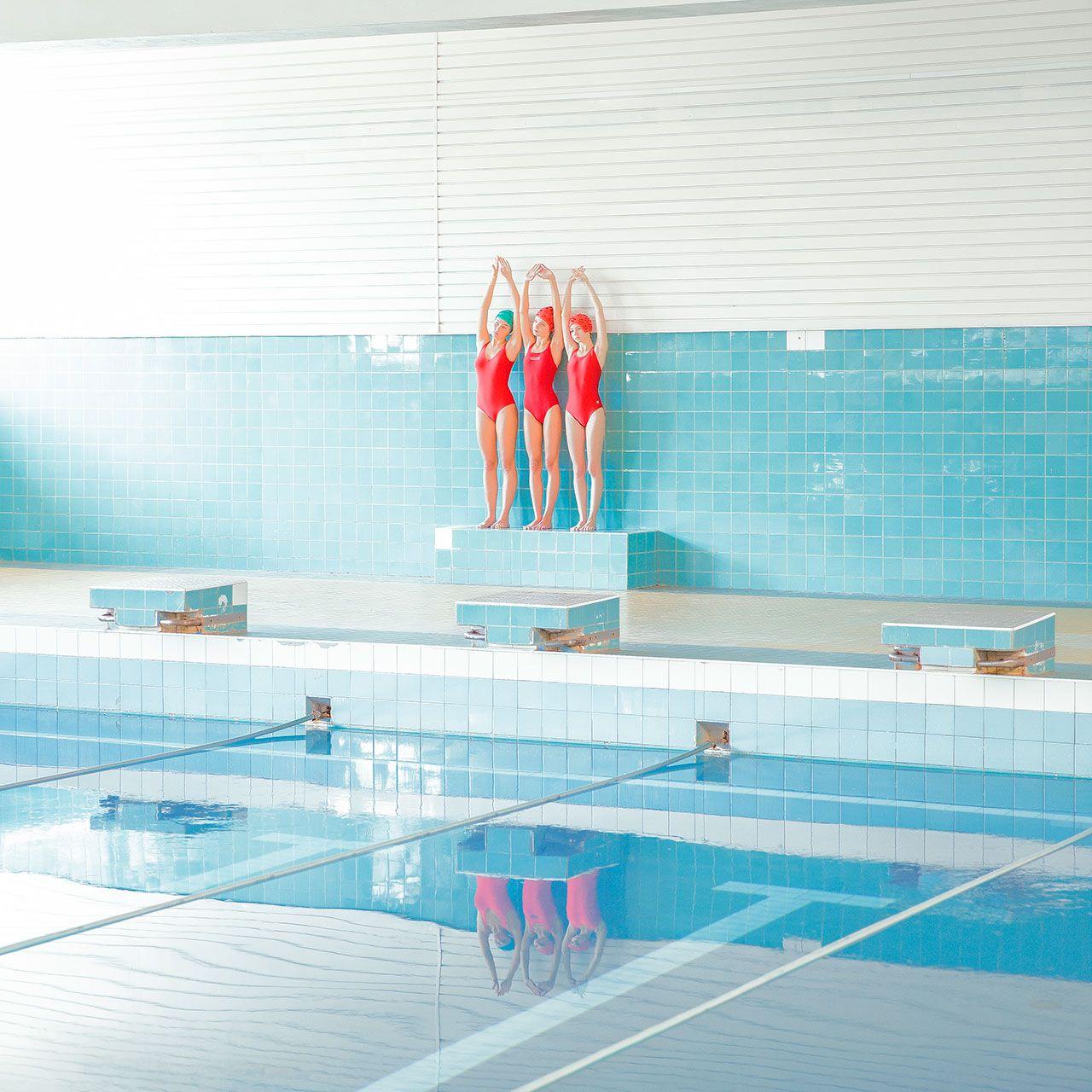 The Calm Waters Of Photographer Maria Svarbova S In The Swimming Pool Series Zwembad Fotografie Fotografie Zwembaden
