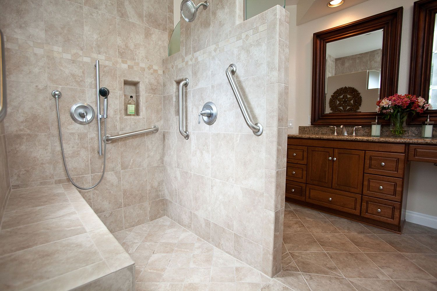 traditional-bathroom-design-universal-shower-entry-2.jpg (1500×1000 ...