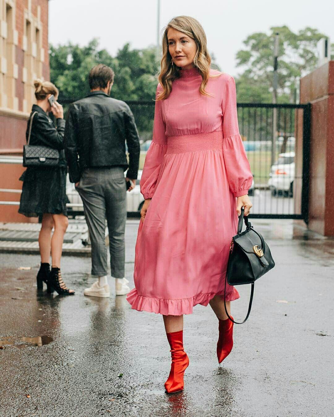 Resultado de imagem para vestido midi com bota street style