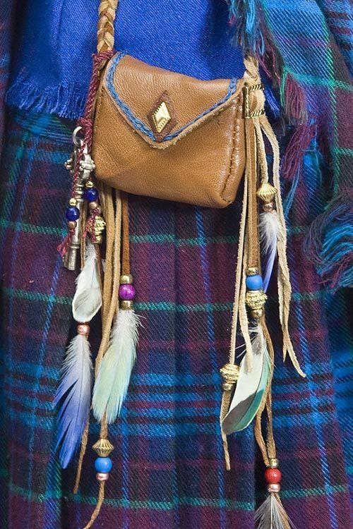 Vintage Native Leather Shoulder Bag Purse Native American Indian Two Toned Real Soft Leather Bag Elk Horn Button Side Fringes Boho Gypsy