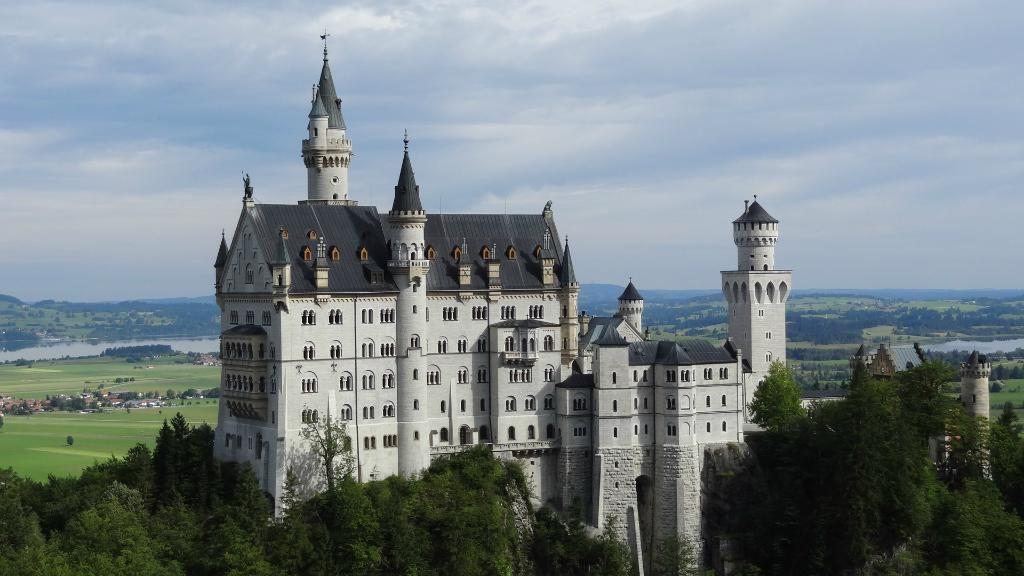 Neuschwanstein Castle Reviews - Hohenschwangau, Swabia Attractions - TripAdvisor white castle