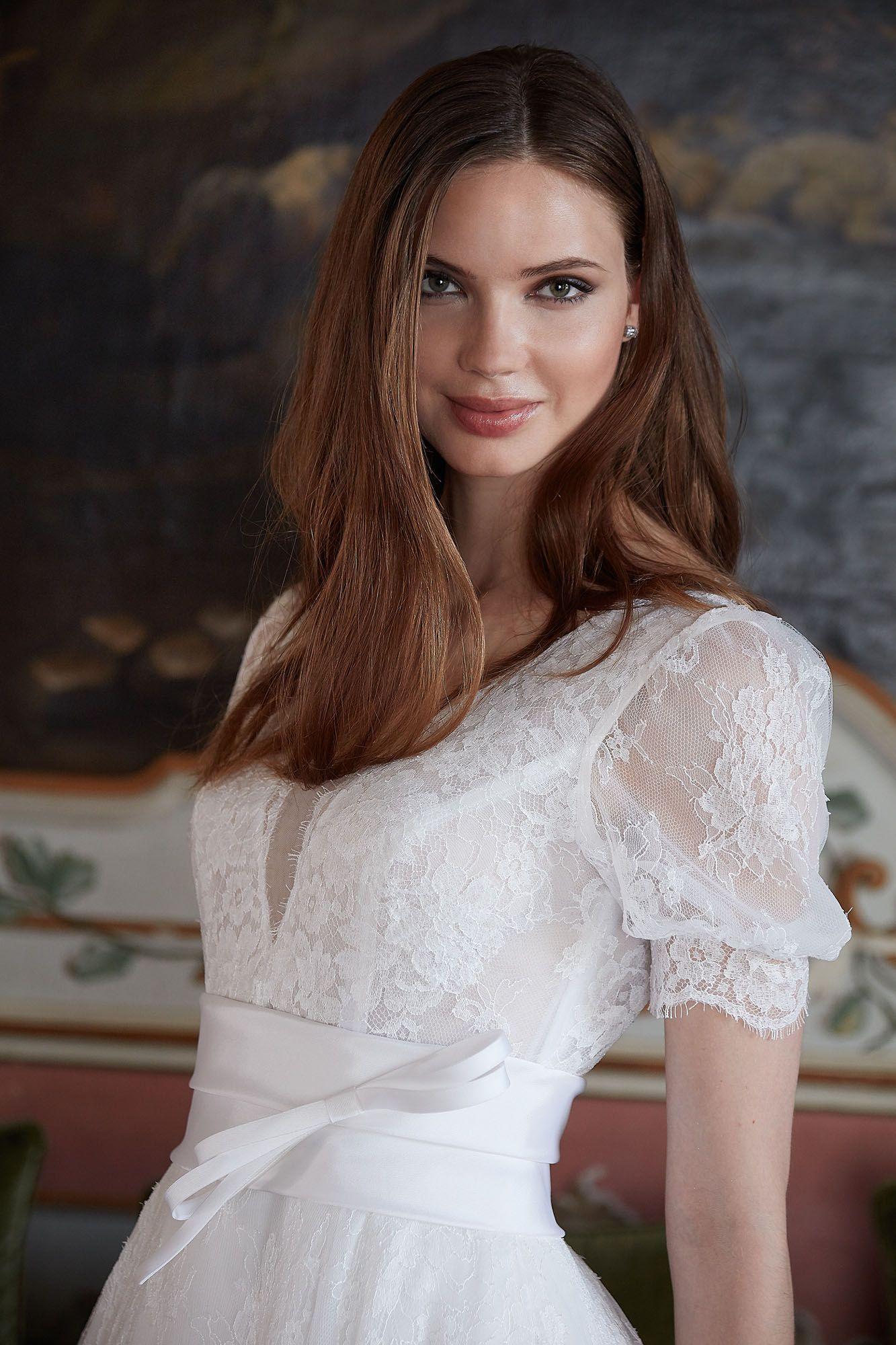 fdbc0e0a35ce7 MODELLO 1807 Abito sposa romantico interamente in pizzo chantilly francese