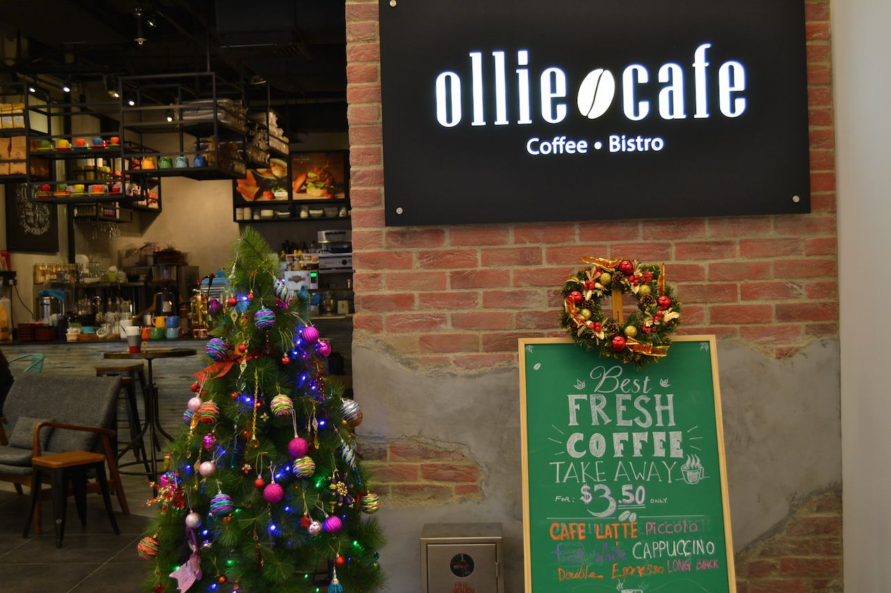 Ollie Cafe Orchard Gateway Ocm Cafe And Cake Guide Singapore Cafe Ollie Holiday Decor