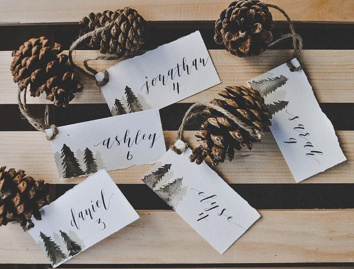 Escort cards for winter holiday wedding ideas | fabmood.com #escortcards #winter #pinecone