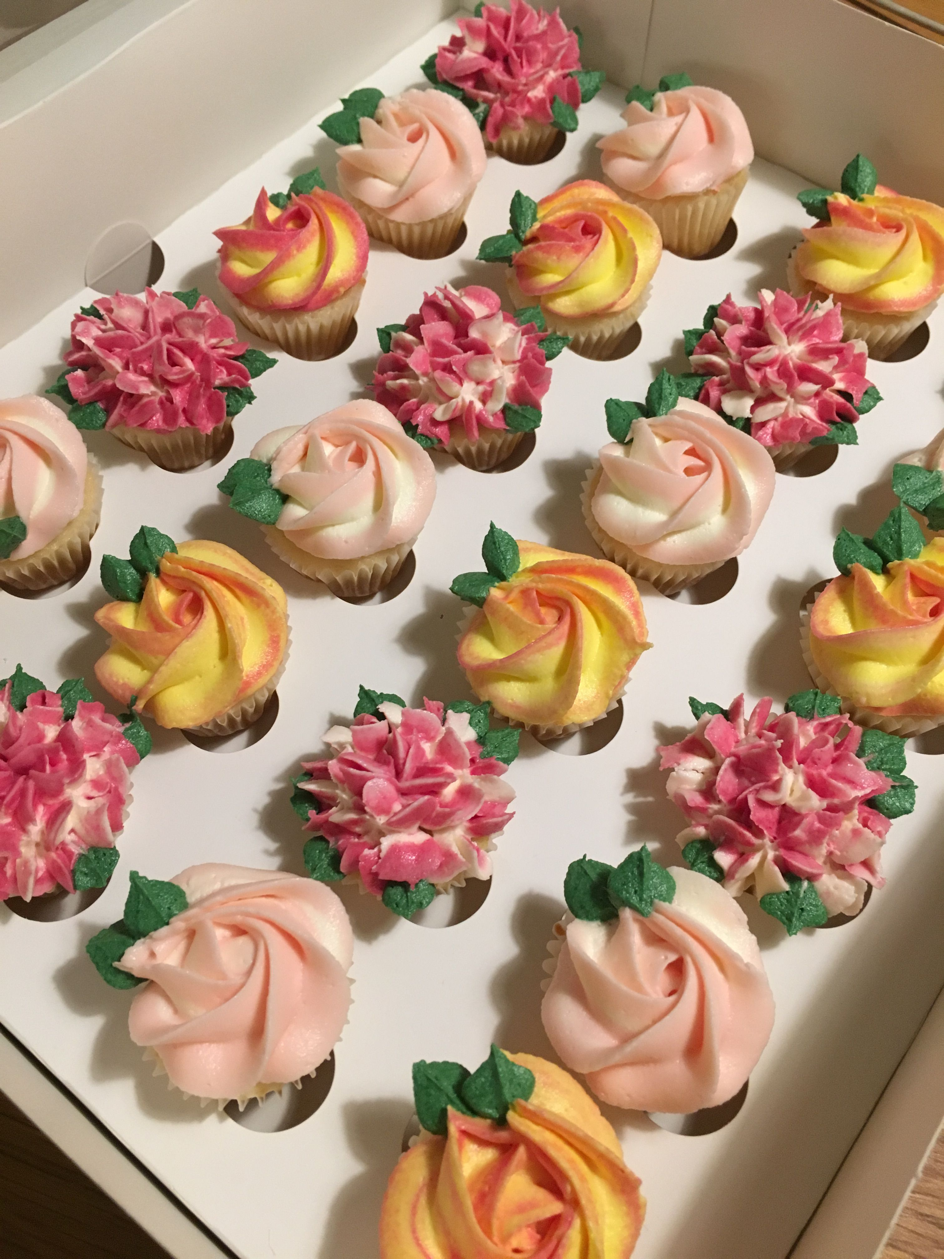 Assortiment de 24/roses en papier comestible pour d/écoration de g/âteau
