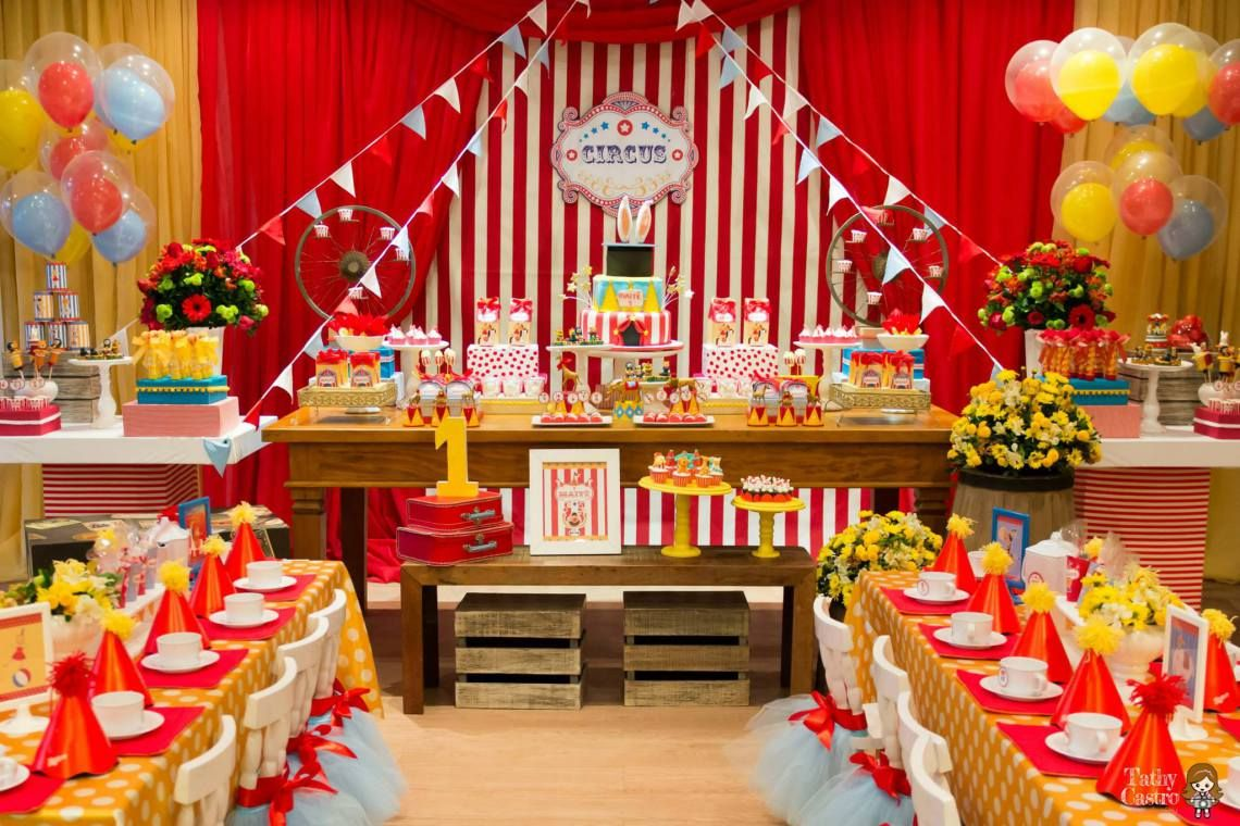 Classic Red White Circus Themed Birthday Party Carnival