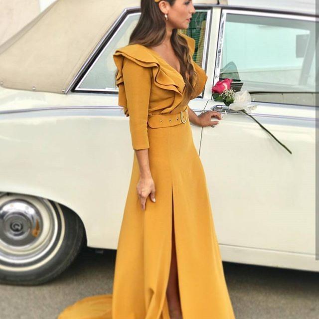 6e6a88dc5 ESPECTACULAR este look de invitada en color mostaza de  daio luco ...