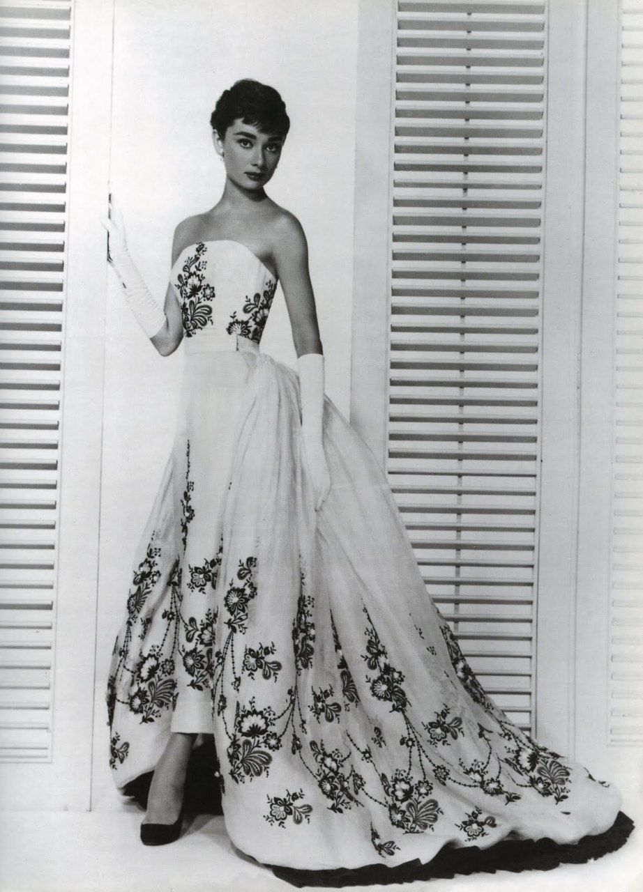 Fashion  Vintage  Classic - Audrey Hepburn in Givenchy ♥  034540292