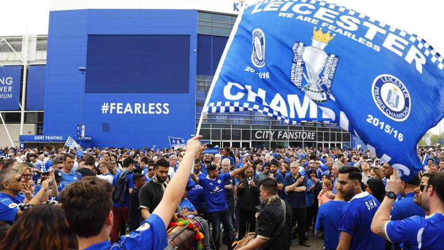 Leicester presented with title trophy Leicester city