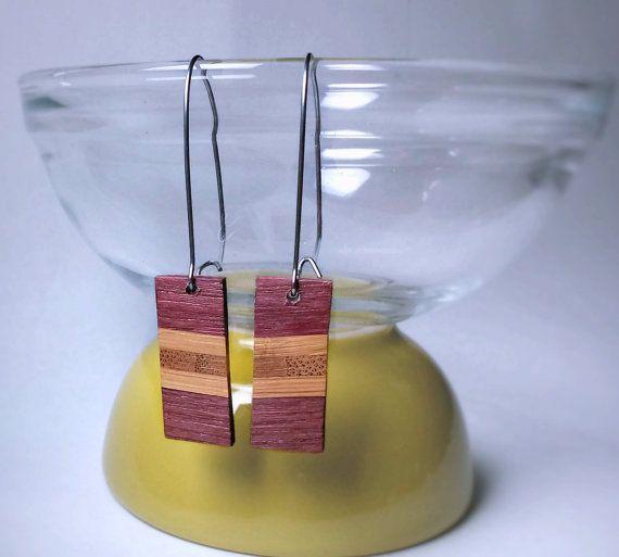Boucles d'oreilles pendantes | Bois exotique revalorisé (upcycled) | Amarante et bambou, attaches acier inoxydable | bijou & cadeau unique  #BouclesdOreilles #earrings #UpcycledWood #recycled #RécupRétro #BoisRecyclé #bijoux #jewelry  1