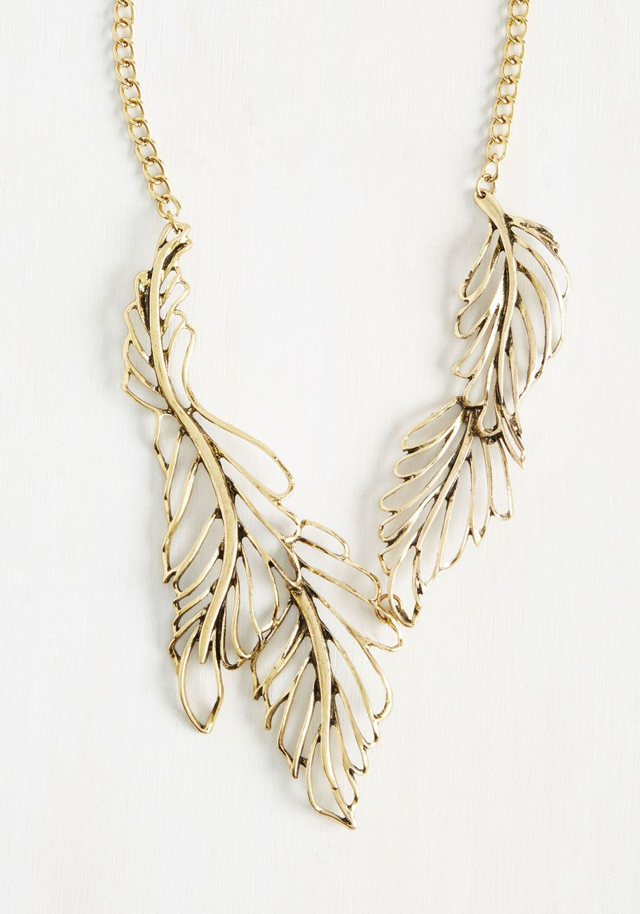 Seconds after stepping out in this gold necklace, word quickly begins to spread about your style. It's only a matter of time before the fashion press will have you cell buzzing, begging to score the deets on the gorgeous leaf accents that adorn this nature-inspired accessory!