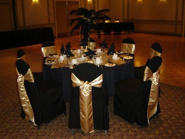 Elegant Black And Gold New Year S Eve Wedding Centerpieces Image From Weddingwire