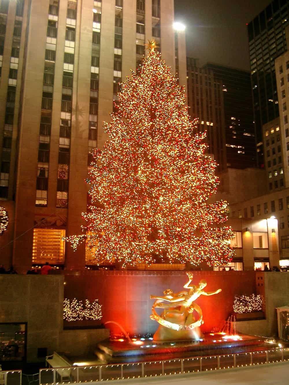 #rockefellercentre #christmastree #NewYork #NYC #christmasinnewyork The Big Apple: Golden, Delicious, but never Spartan.