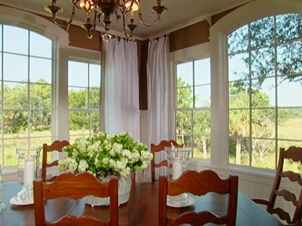 Take a look back at the inviting dining room of the 2004 HGTV Dream Home.