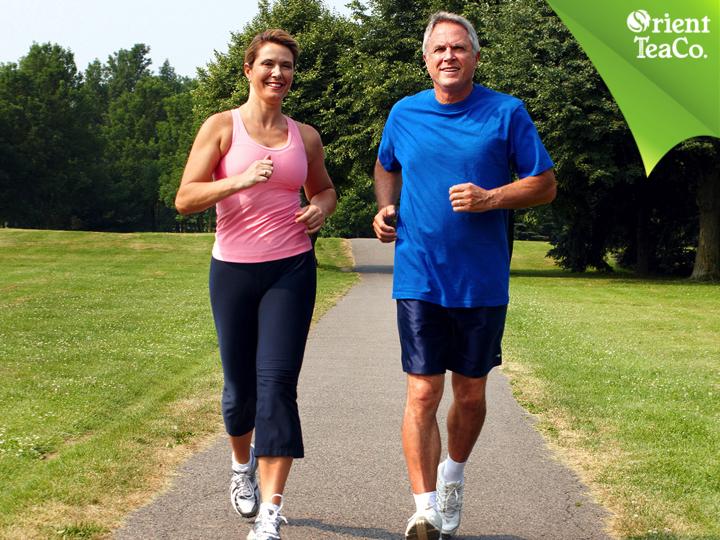 #tenegroconlimon LA VIDA LIGERA. Caminar de forma regular reduce el riesgo de sufrir de enfermedades cardíacas. Reduce los niveles de colesterol y además mantiene la presión arterial bajo control. Caminar a paso rápido durante 30 minutos pueden ayudar a prevenir y controlar la presión arterial alta, reduciendo el riesgo de enfermedades cardiovasculares hasta en un 27%. Disfruta hacer ejercicio hidratándote sanamente con Orient Tea. ¡Pruébalo, te va a encantar!