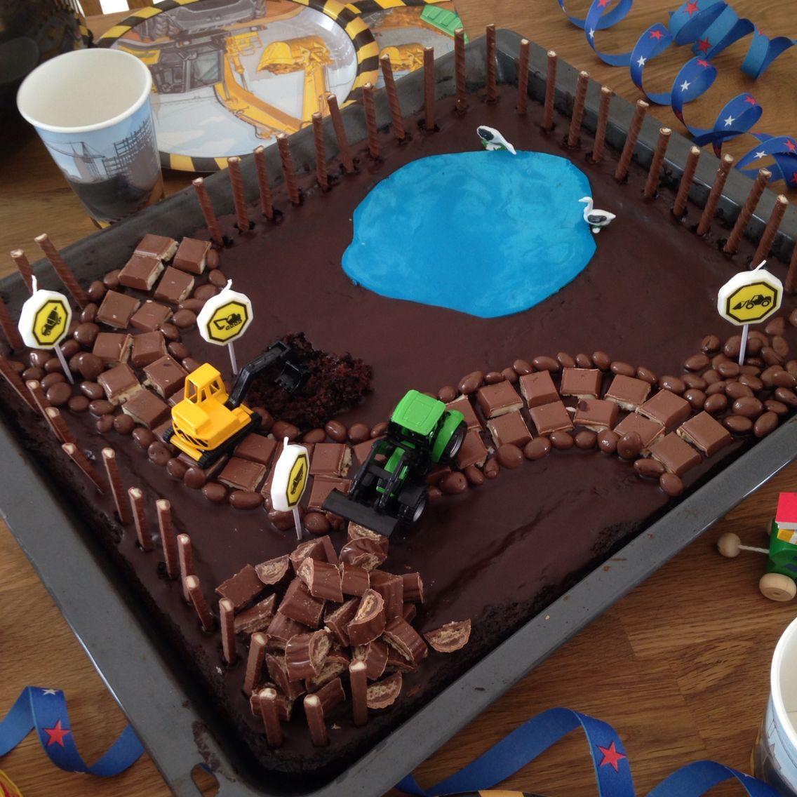 Schoko Blechkuchen Im Bagger Stil Fur Meinen Baustellen Und Baggerfan Blechkuchen Kindergeburtstag Kuchen Kindergeburtstag Kinder Kuchen