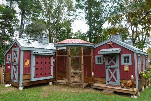 Chicken Coop - - - way to go crafty farm girl!