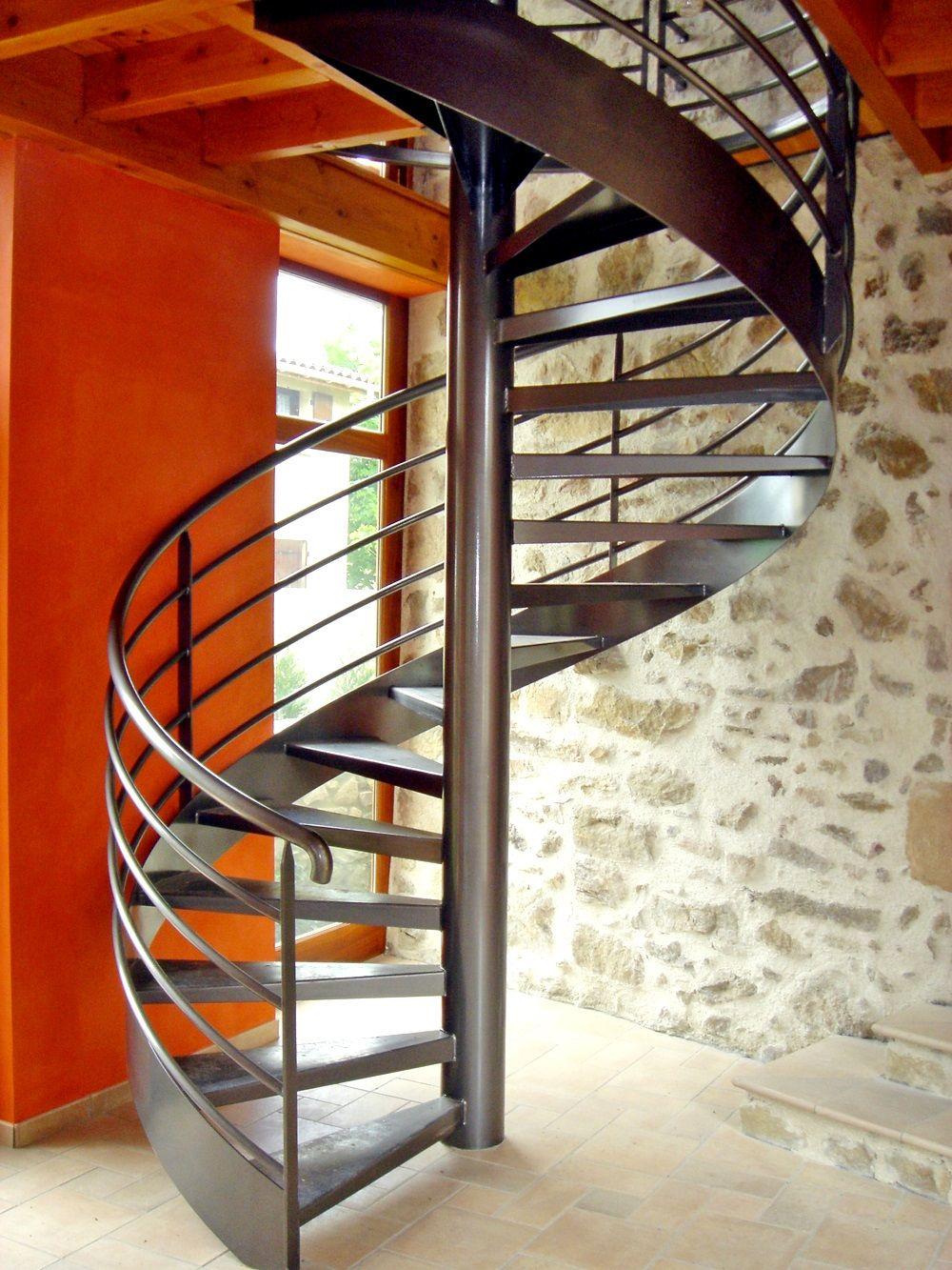 escalier helicoidal en metal