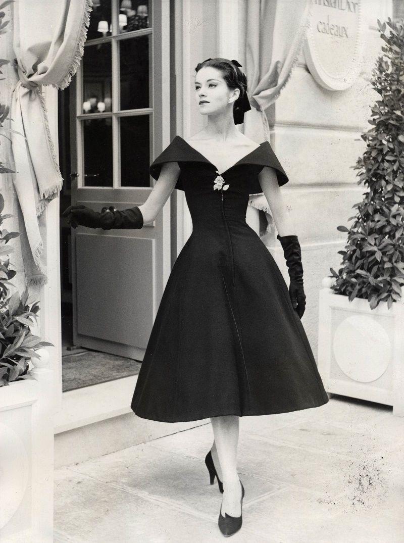 Hugedomains Com Fifties Fashion 50s Fashion Vintage Dresses [ 1075 x 800 Pixel ]