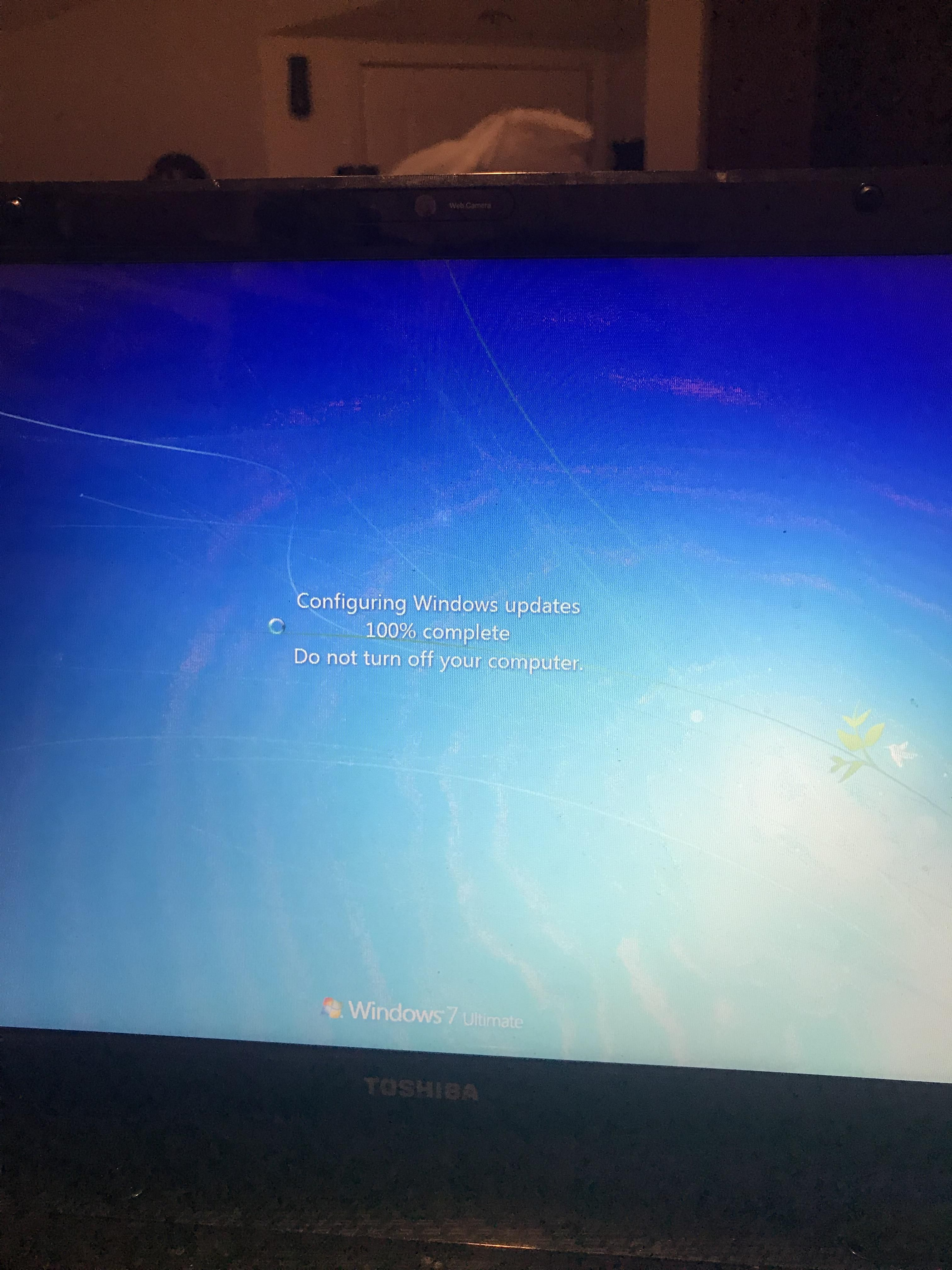 Configuring updates 100 | Stuck on windows loop   2019-05-08