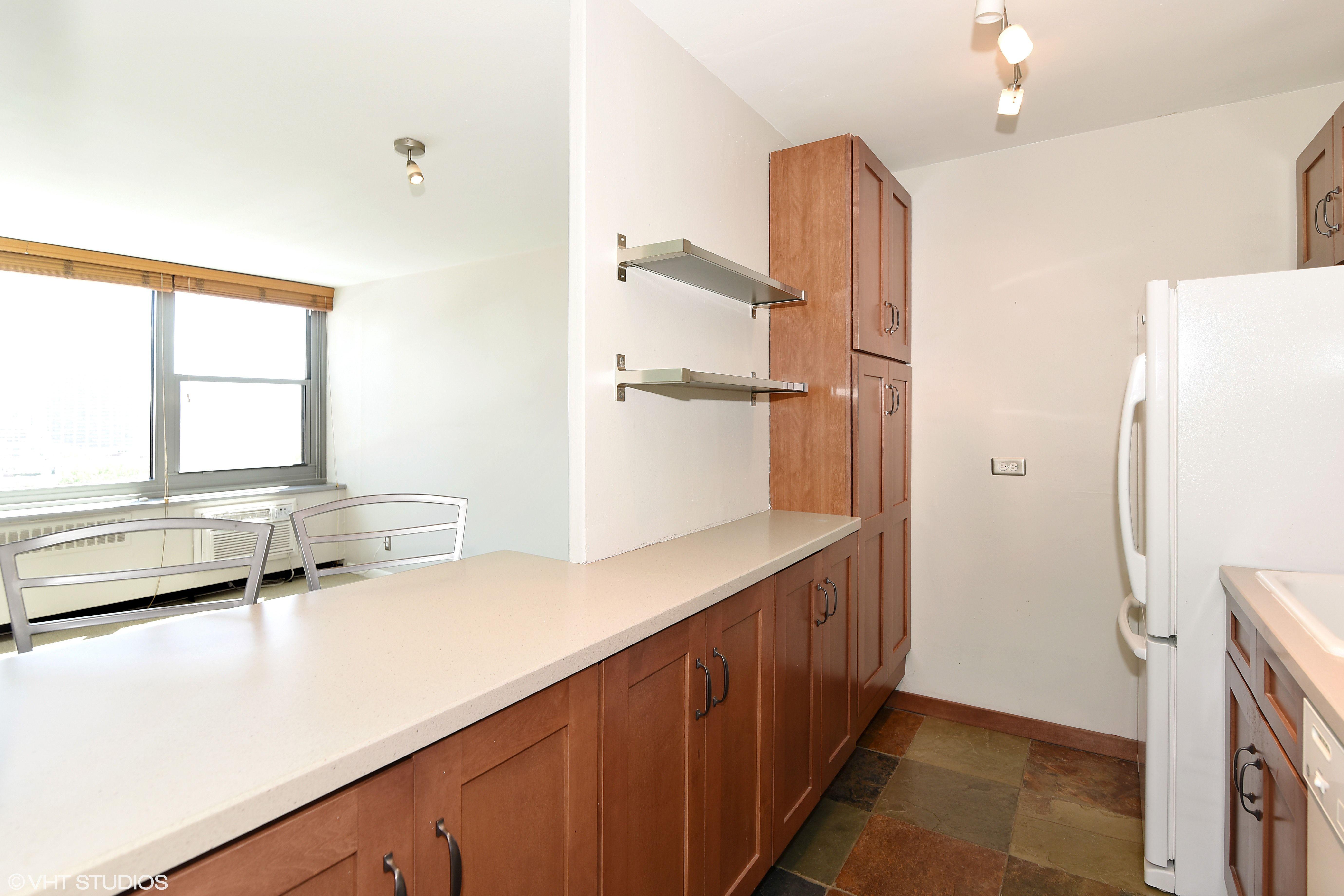 555 W Cornelia Ave #1205 - Kitchen 2