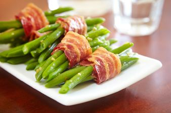 Haricots verts enroulés de bacon