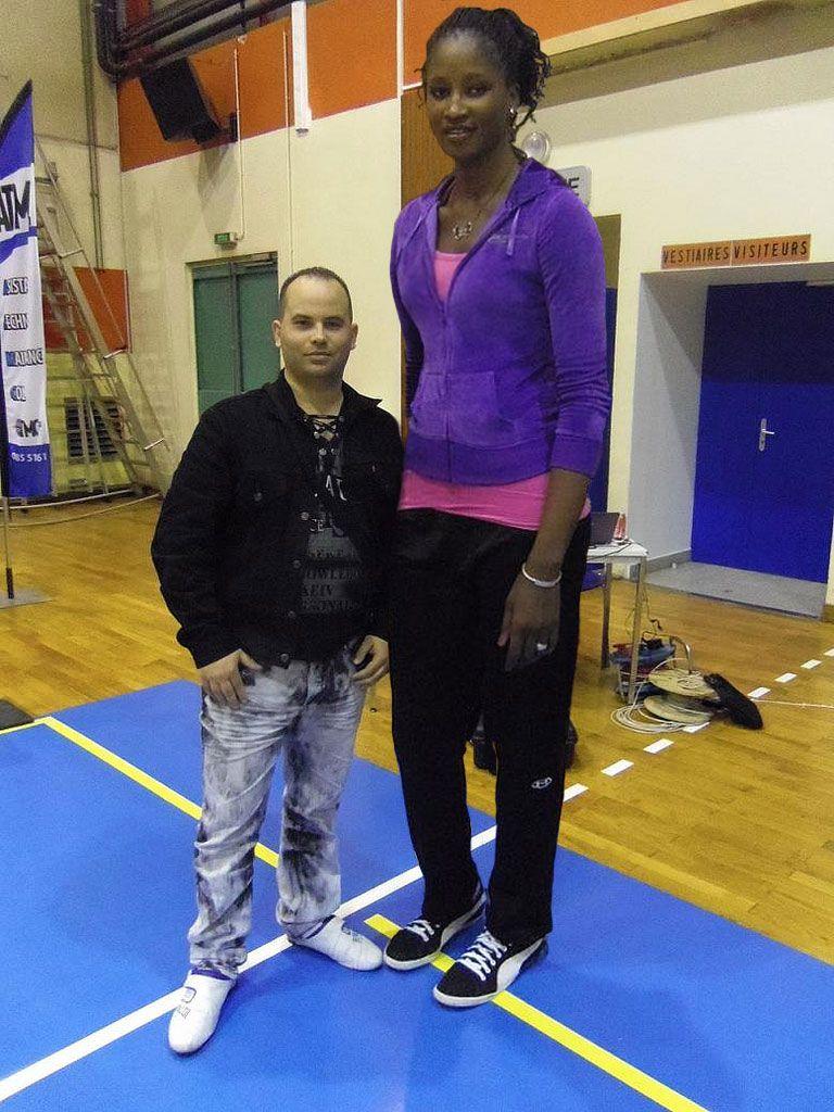 Very tall girl short boyfriend