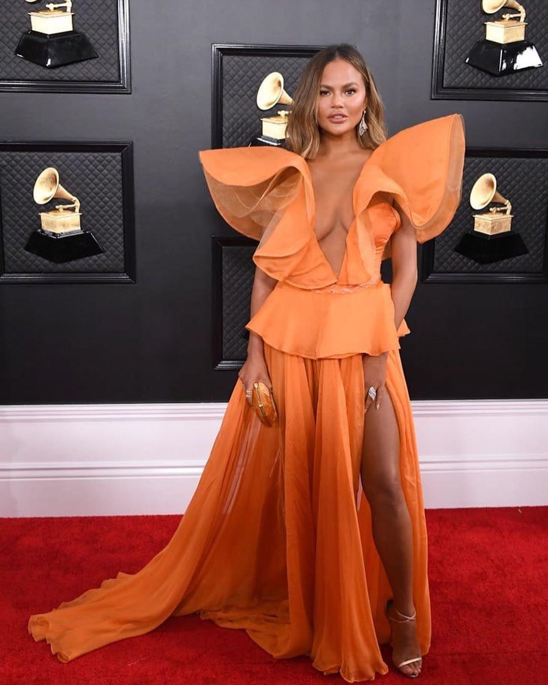 Popsugar On Instagram Thigh High Slits Will Never Go Out Of Style Let This Mini Gallery Prove It To You And If You Re Sti In 2020 Red Carpet Fashion Best Dressed Grammys