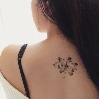 Tatuajes En La Espalda Pequeños Para Mujeres Rosas Tatuajes
