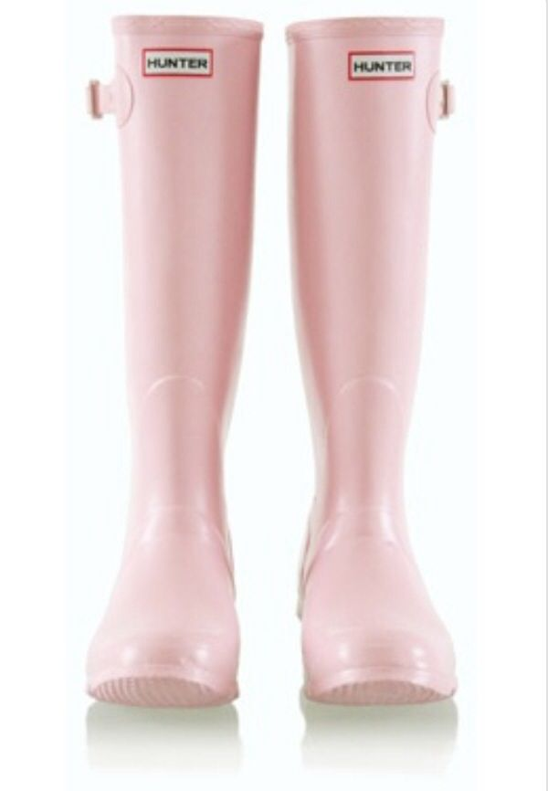 Oh my!! These are so cute!! Light pink Hunter boots!! | Skor