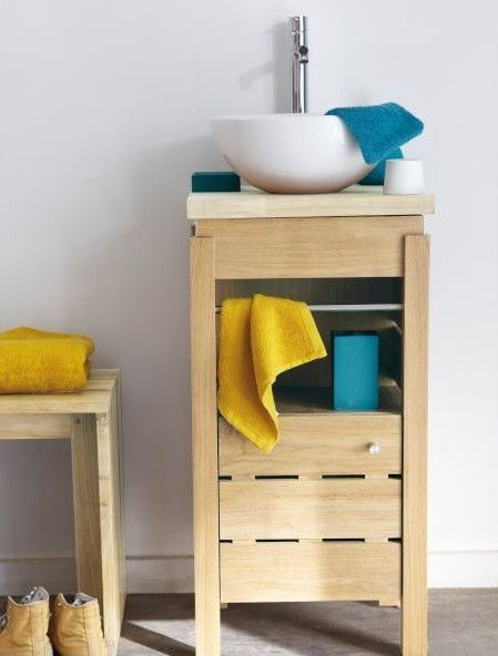 Ce meuble lave-main en chêne massif avec la vasque en céramique - meuble salle de bain en chene massif