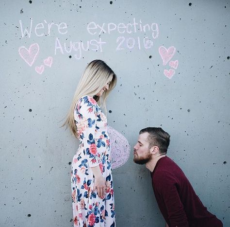 Baby bump announcement idea